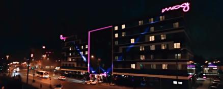 moxy-berlin-night